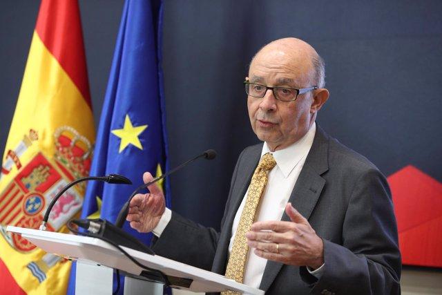 El ministro de Hacienda, Cristóbal Montoro, interviene en una jornada
