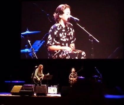 VÍDEO: La hija de 12 años de Dave Grohl impresiona versionando a Adele acompañada por su padre a la guitarra