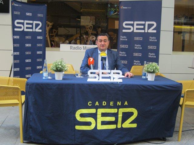 El director de Radio Murcia de la Cadena SER, Domingo Camacho