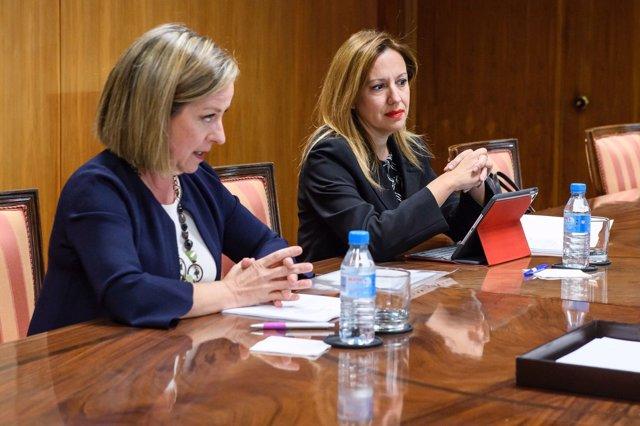 Rosa Dávila y Ana Oramas en el Ministerio de Hacienda en Madrid