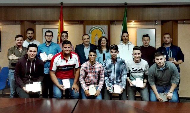 Caballero con las once medallas AndalucíaSkills