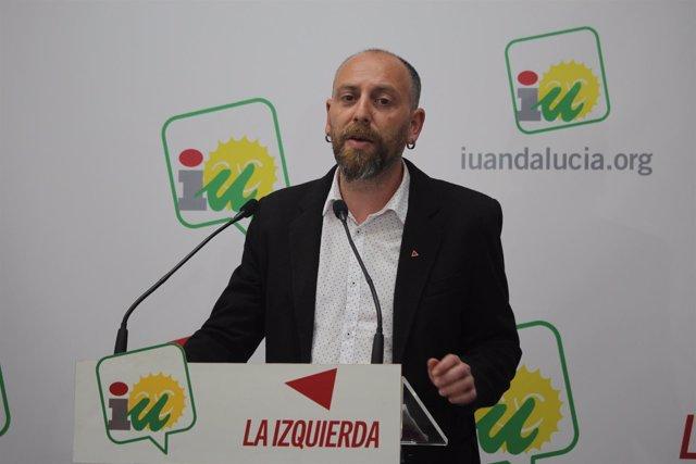 El dirigente de IULV-CA Ernesto Alba, en rueda de prensa