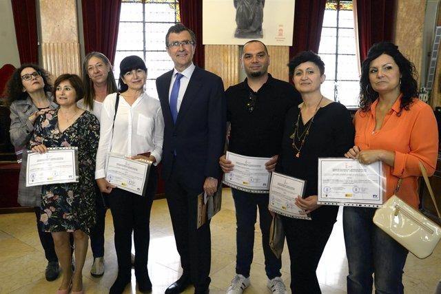 El alcalde José Ballesta entrega los diplomas de los programas Mixtos de Empleo