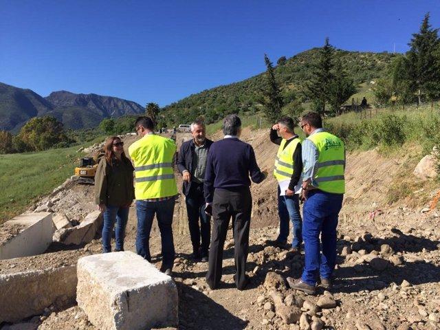 Obras en la carretera CA-9104 en Zahara de la Sierra