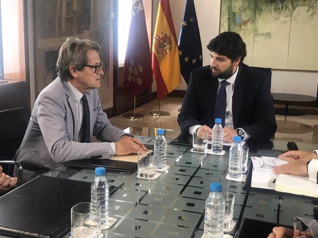 López Miras, en el encuentro con l decano de los Aparejadores
