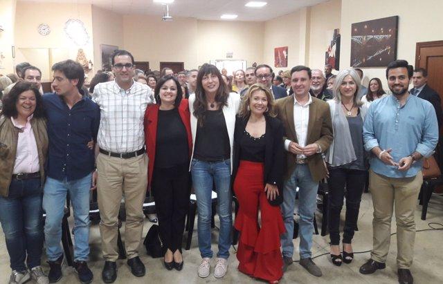 Dirigentes del PP arropando a la candidata de Espartinas (Sevilla)