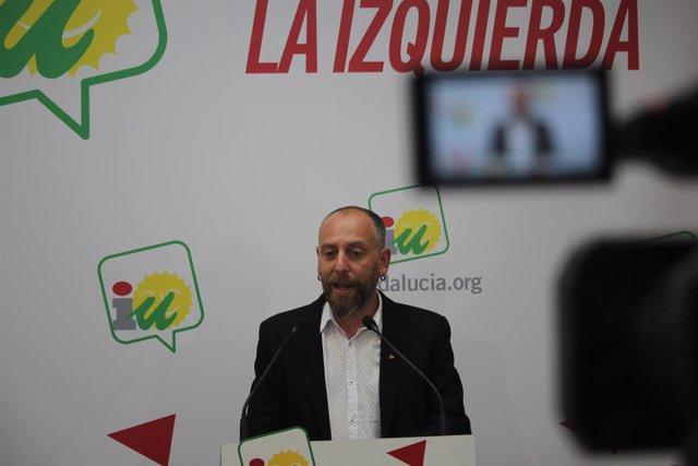 Ernesto Alba, de IU, en rueda de prensa
