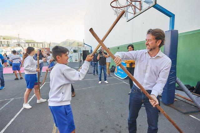 Alonso, en un colegio
