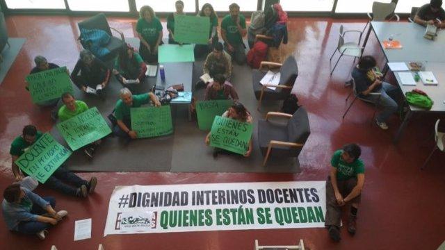 Interinos ocupan la Biblioteca Infanta Elena