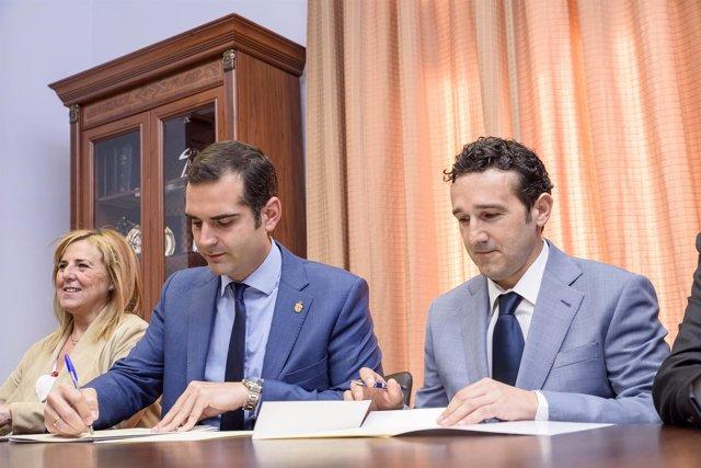 Firma del convenio entre Ayuntamiento de Almería y Leroy Merlin