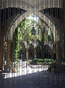 La nueva reja en la puerta principal del Palacio de Viana