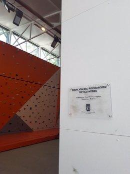 Placa sobre la creación del rocódromo de Villaverde