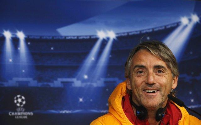 Roberto Mancini atiende a la prensa en Madrid