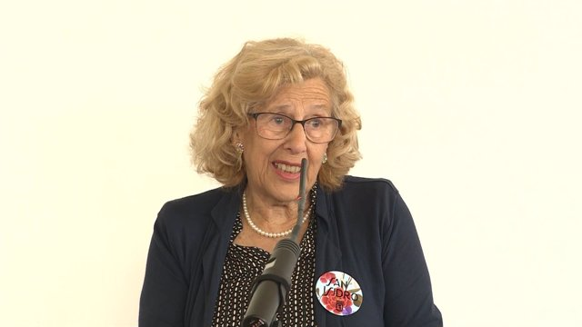 Manuela Carmena en la firma del convenio de realojo