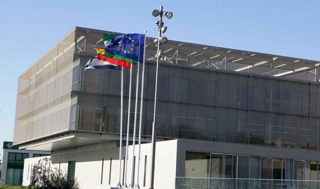 Fachada de la diputación de Málaga banderas europa sede edificio supramunicipal