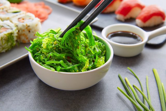 Algas, sushi, maki, comida asiática