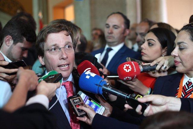El portavoz del PP, Martínez Almeida, interviene ante los medios