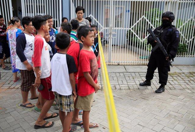 Redada policial en la vivienda de un supuesto terrorista suicida en Indonesia