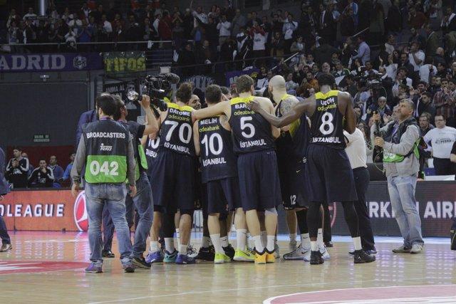 Jugadores del Fenerbahçe celebrando el pase a la Final Four  (Foto Archivo)