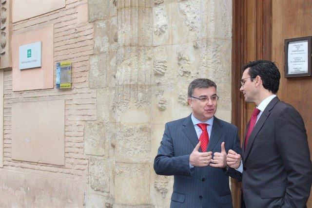 Francisco Fuentes y Francisco Cuenca, ante el Arqueológico