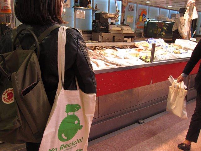 Una de las bolsas multiuso de algodón de la campaña '¡Yo reciclo!'