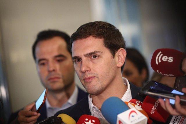 El presidente de Ciudadanos, Albert Rivera, hace declaraciones a los medios