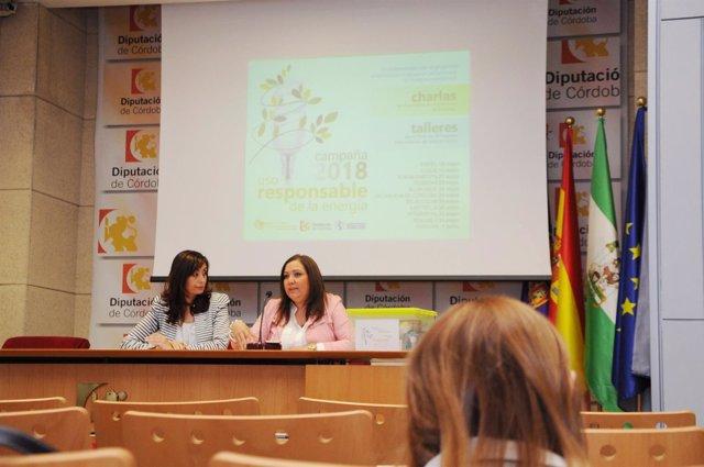 Cañete (izda.) y Carrillo presentan la campaña