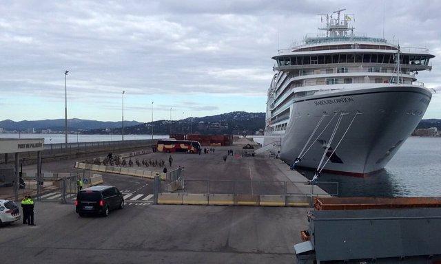 El crucero Seabourn Ovation en el Puerto de Palamós