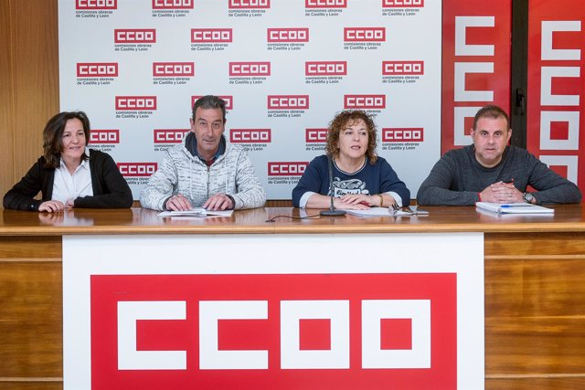 Representantes de UGT y CCOO, en rueda de prensa.
