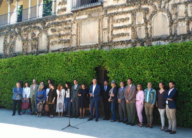 Antonio Muñoz con unos 30 empresarios se reúnen para impulsar el turismo de lujo
