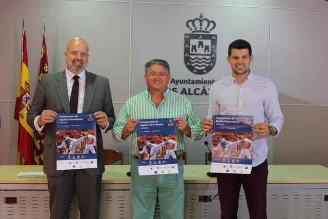 Anastasio Bastida, en el centro, presenta el campeonato