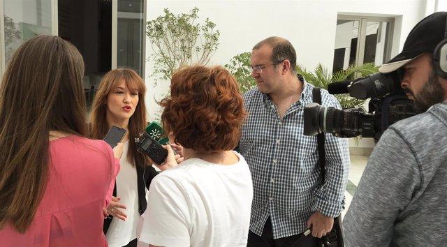Verónica Pérez atiendo a los periodistas este martes