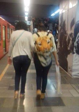 Mujeres en el metro de México