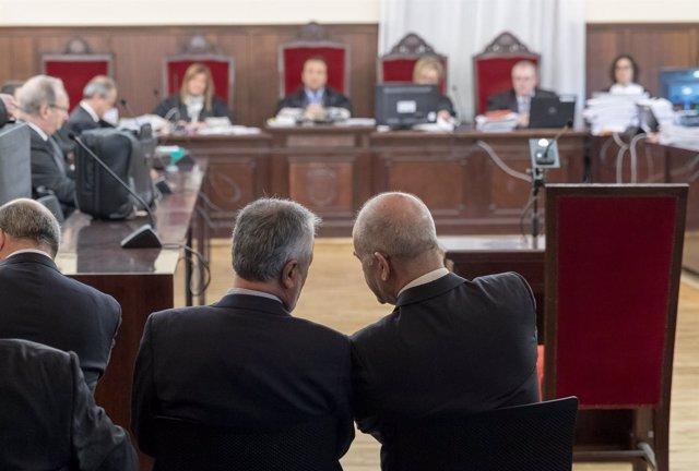 Manuel Chaves y José Antonio Griñán en el juicio por los ERE