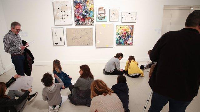 Obra de secundino hernández en el CAC Málaga visitantes cultura arte centro muse