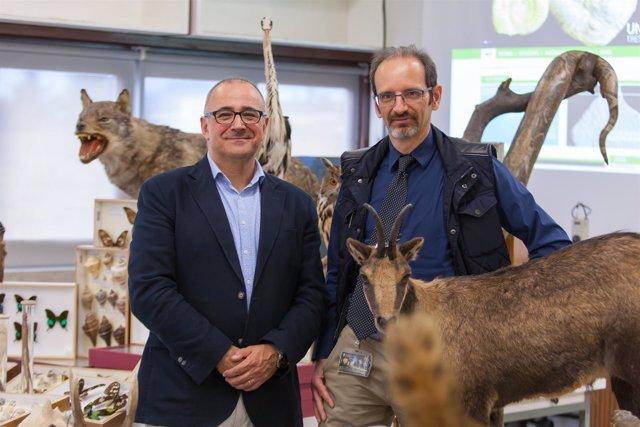 Ignacio López-Goñi, director del Museo, y Arturo Ariño, director científico