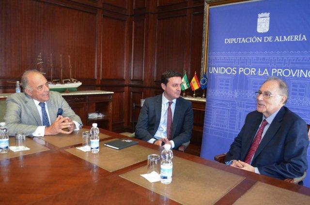 Javier Aureliano García, reunido con la Real Academia de Medicina de Andalucía.