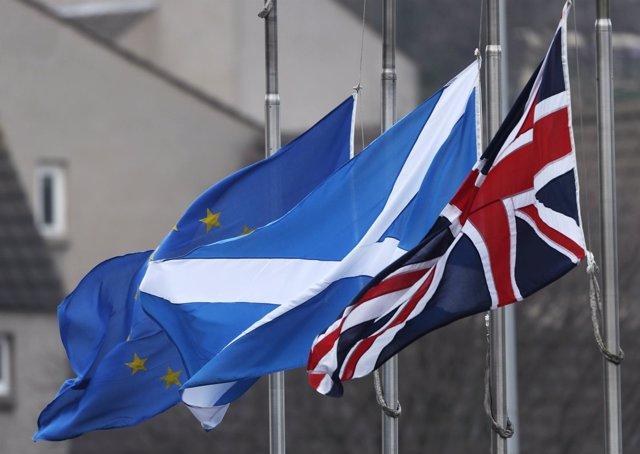 Banderas de Reino Unido, Escocia y la UE