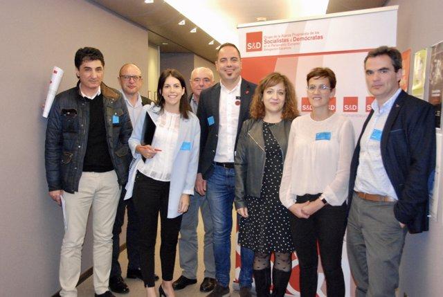 María Chivite, ocn miembros del PSN en Bruselas.