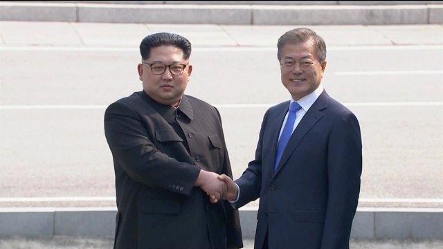 El líder norcoreano, Kim Jong Un, y el presidente surcoreaon, Moon Jae In.