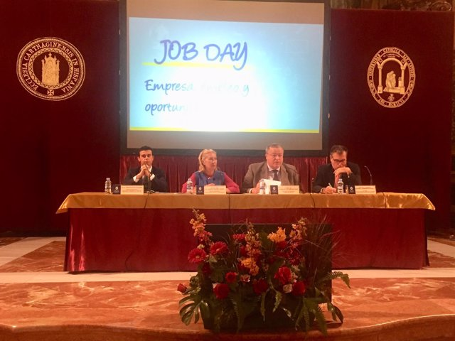 Bernabé, segundo por la derecha, en el 'Job Day 2018'