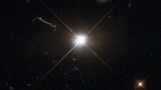 Un brillante agujero negro supermasivo