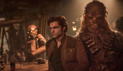 """Primeras críticas a Han Solo: Una película de Star Wars con """"grandes sorpresas"""" en la que Ehrenreich no convence"""