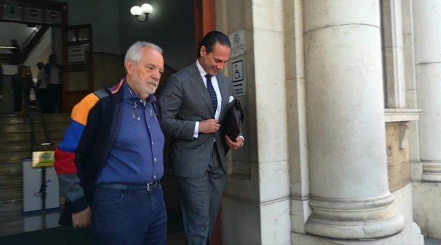 Cursach abandona el Juzgado acompañado del ex fiscal Enrique Molina