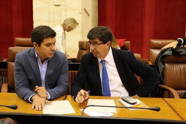 Sergio Romero y Juan Marín en el Pleno del Parlamento