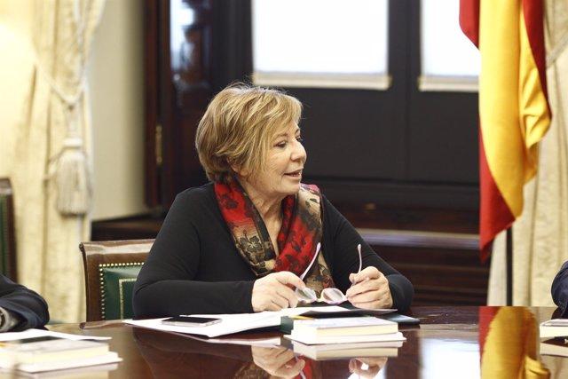 Celia Villalobos en la primera reunión de la mesa del Congreso