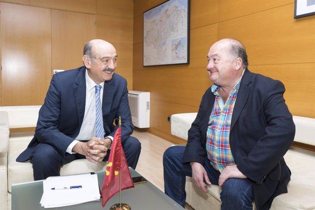 Mazón se reúne con el alcalde de Villacarriedo