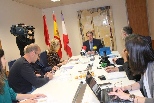 El alcalde de Tres Cantos, Jesús Moreno, en un encuentro informativo