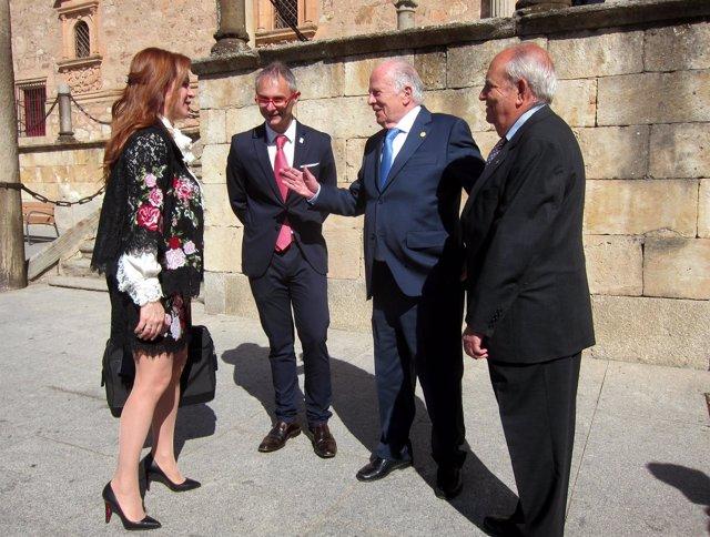 Amoedo Y Silvia Clemente Hablan A Las Puertas Del Fonseca.