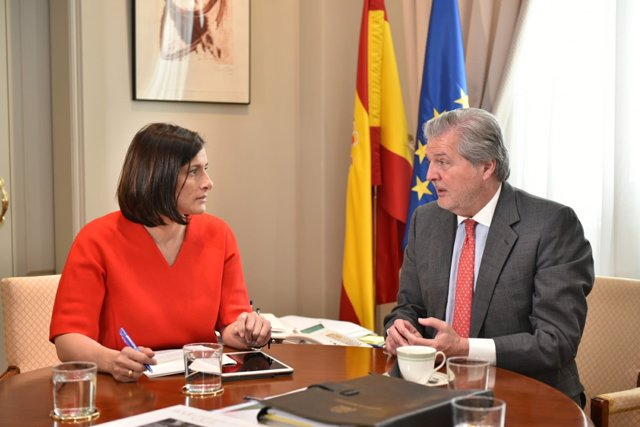La alcaldesa de Santander se reúne con el ministro de Cultura